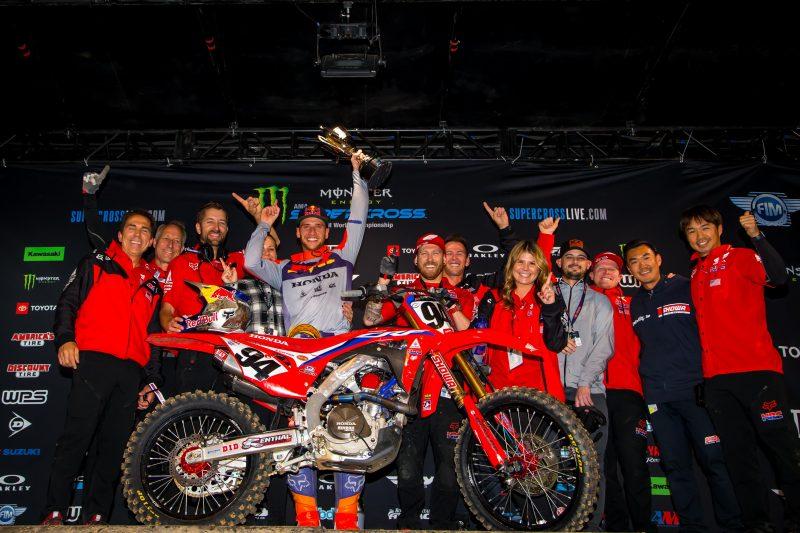 Roczen Dominates in St. Louis, Scoring First 450SX Victory in Three Years